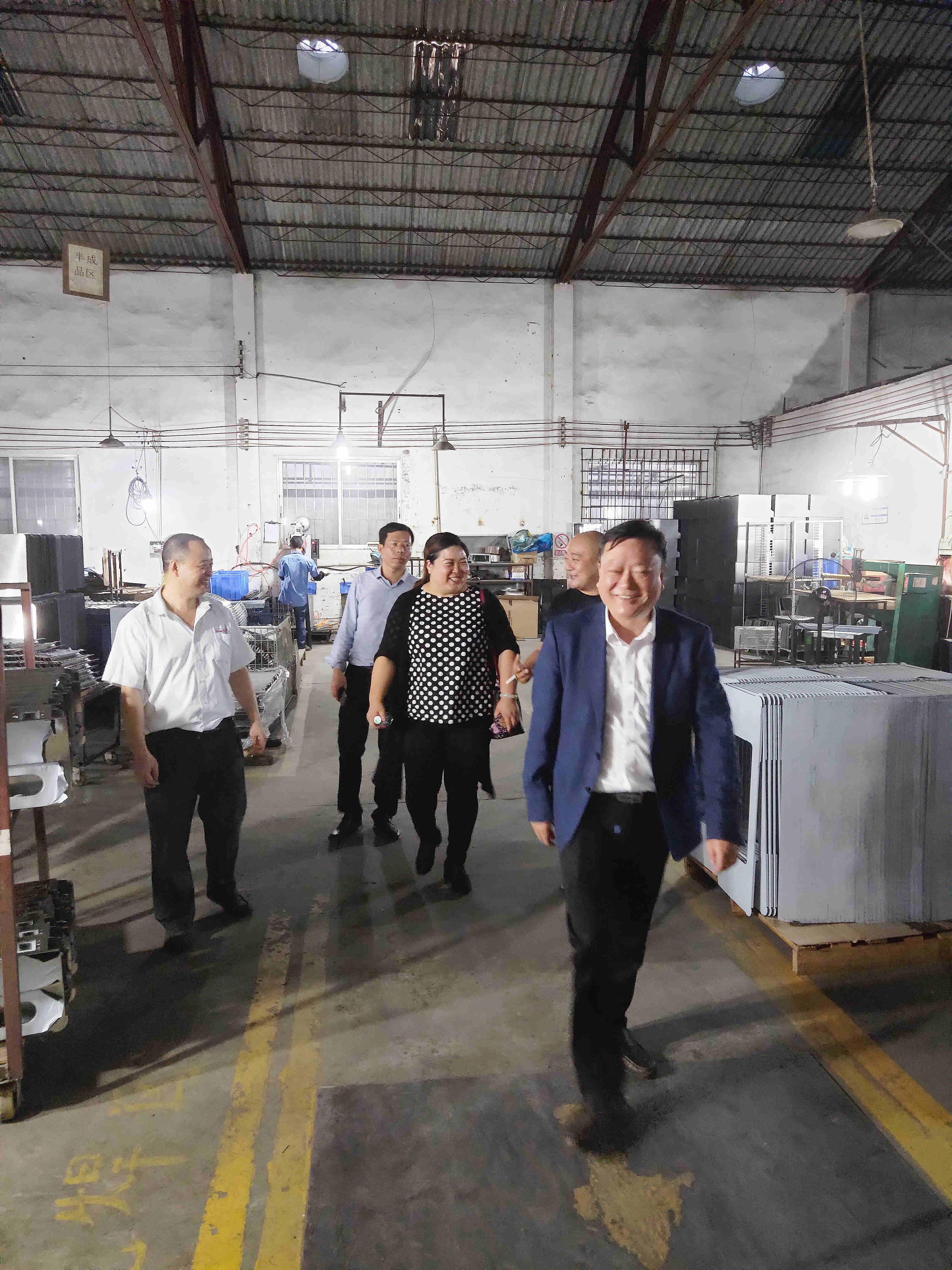 热烈欢迎湖北荆州市委领导莅临鑫奇集团调研考察工作